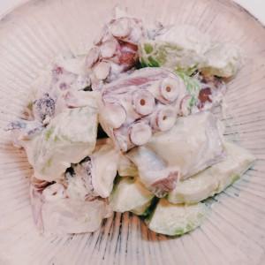 釣魚を使った料理:タコとアボカドの山葵マヨ和え
